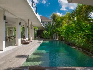 Villa Saba 10 : Beautiful open plan, award-winning 5BR villa with 17m pool