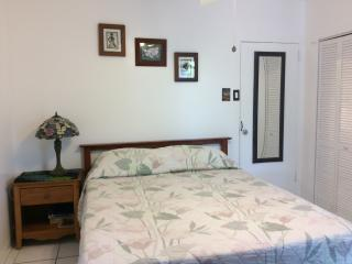 Orchid studio in home. Private entrance & bathroom, Kailua