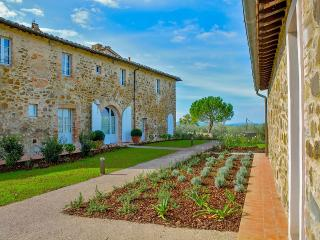 Luxury Retreat for 24 among the Brunello vineyards, Montalcino