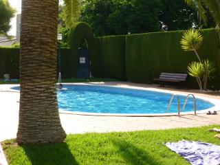 Villa one street from beach with pool- Ideal home!