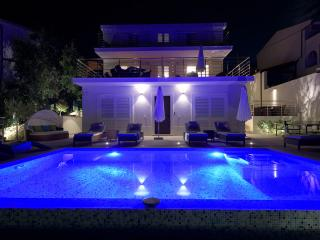 Stunning Holiday Home With Pool On Split Riviera