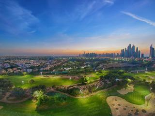 Must SEE! Apt Overlooking Emirates Golf Course!, Dubai