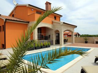 SPECIAL VILLA WITH A POOL, Medulin