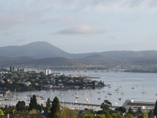 StudioAt10  Luxury apartment, great water views, self-contained privacy, Hobart