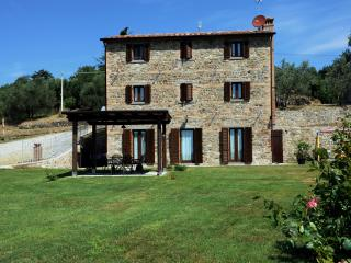 Recently renovated farmhouse with pool Cortona., Pietraia