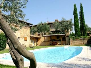 Ancient 17th-Century Farmhouse in the Chianti, San Donato in Poggio
