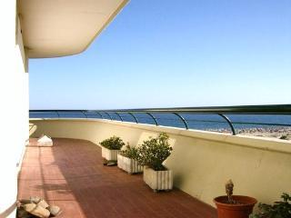 Roar Yellow Apartment, Monte Gordo, Algarve