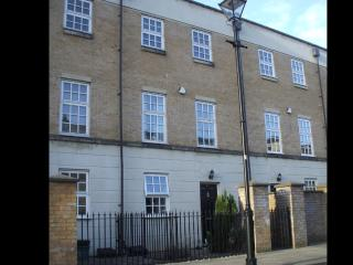 Central York- Stylish 3 Bedroom Town House with Parking -Hendersons of York