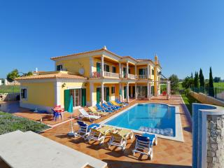 V5 Viva - 5 bedroom villa with private pool, Guia