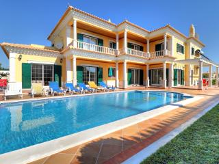 V5 Viva - 5 bedroom villa with private pool