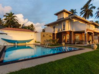 Villa Riina-Luxury beach villa with swimming pool