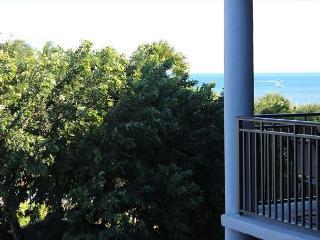 Elegant 3rd Floor 2 Bedroom Garden-view, Key West