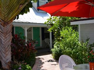 Downtown Nassau Oasis 1 Bedroom Townhouse steps to Duval, Cayo Hueso (Key West)