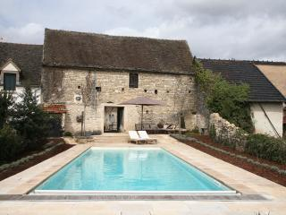 Character village home, heated pool, sleeps 8, outdoor covered dining,central