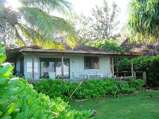 Charming Hawaiian Beachfront Cottage, Kahuku