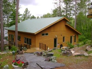 Ring Rock Retreat: Luxurious Fully Modern, Timber Frame Cabin on White Iron Lake