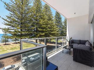 Unwind @ Breeze 26, 2 Level Beachfront Penthouse w Outdoor Living, Victor Harbor