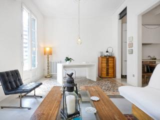 Eclectic flat in central Barcelona