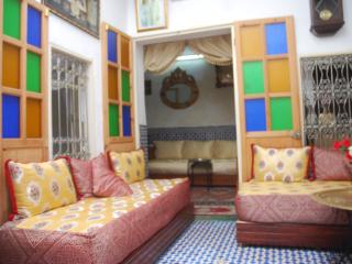 We offer you an experience of traditional house, Fez