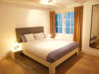Quiet bedroom with Queen Size bed 160x200