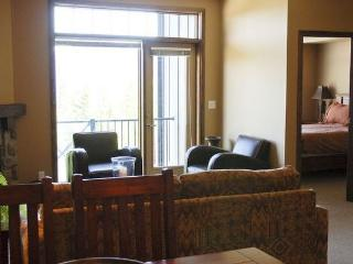 Kicking Horse Glacier Mountain Lodge 2 bedroom 2 bathroom condominium, Golden