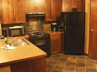 Kicking Horse Glacier Mountain Lodge Cozy 1 Bedroom Condo, Golden