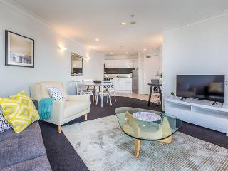 One Bedroom Auckland Apartment beside Park with Swimming Pool, Parking., Auckland Central