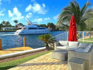 NEW 5 STAR INTRACOASTAL + HTD POOL STEPS 2 BEACH!, Pompano Beach