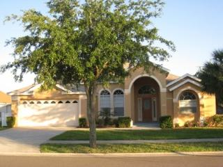 Modern clean private 4 bed south facing pool and spa home near Disney, Clermont
