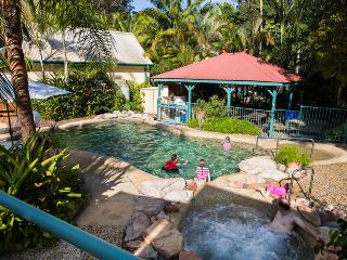 Tropic Oasis Holiday Villas - Orchid, Coffs Harbour