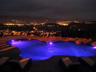 Luxury hilltop house with private pool and hottub, Kelowna