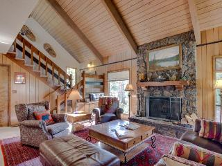 Quiet, dog-friendly home with SHARC access for fantastic shared amenities, Sunriver
