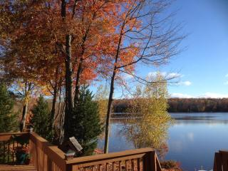 LAKEFRONT HOUSE W. PRIVATE DECK & DOCKS, ROW BOAT, Lago Pocono