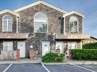 Spacious, dog-friendly fourplex w/ close beach access & room for a group!, Cannon Beach