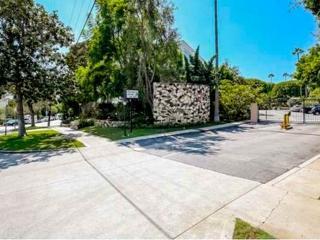 Furnished 1-Bedroom Condo at Sunset Blvd & S Barrington Ave Los Angeles
