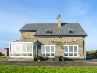 WATERS HOUSE, detached,solid fuel stove and open fire, pet-friendly, WiFi, Carrick, Ref 15402, Bannow