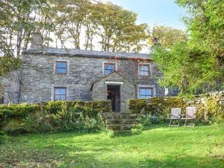 SYCAMORE TREE FARM, Grade II listed detached farmhouse, open fire, pet-friendly, walks from the door, in Mallerstang, Ravenstonedale, Ref 916483