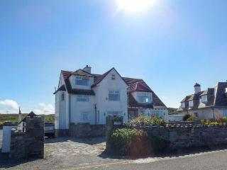 Y NYTH, coastal detached property, six bedrooms, three sitting rooms, ideal for families, in Trearddur Bay, Ref 921679