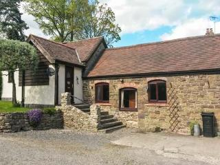 CWM HEAD COURT, woodburner, WiFi, character cottage surrounded by walks, Church Stretton, Ref. 925198