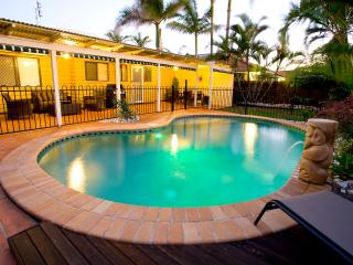 Foxtel, AC, wifi, Pets, 2min walk to beach, PS3, SLSC ~ Marcoola Dunes