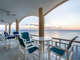Oceanfront Penthouse SOME WINTER WEEKS STILL AVAILABLE!!