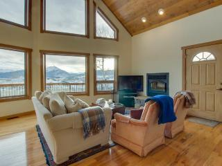 Rugged luxury awaits at this lovely house with stunning mountain & lake views, Silverthorne