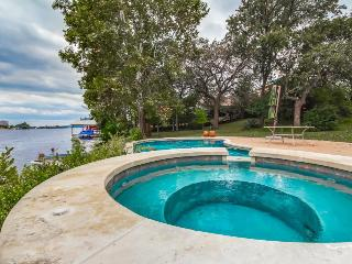 Lakefront home w/ all the necessities. Sleeps 12, Marble Falls