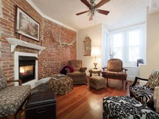 Home in Heart of Hipster District!! FREE Parking!, Washington, D.C.