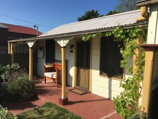 A Settler's Cottage - Jordan Creek Cottage, Bathurst
