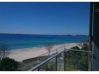 HUGE ABSOLUTE BEACHFRONT LUXURY APARTMENT, Tugun