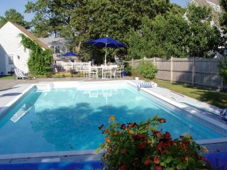 Heated pool, steps to private beach, Harwich:023-H, West Harwich