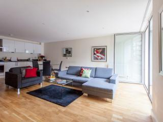 FASCINATING TWO BEDROOM APARTMENTS IN CANARY WHARF