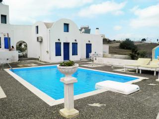 Santorini Traditional Suites (2 Houses), Mesaria