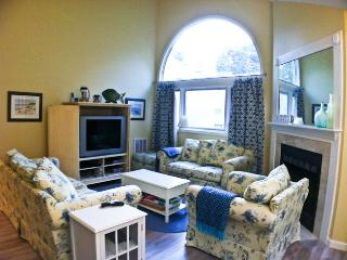 Ocean Edge Upper Level: 3 BR, 2 Bath with A/C &  Pool Passes (Fees Apply) - EN0609, Brewster